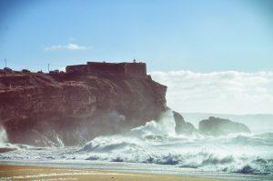 Nazaré da wo die Big Waves an Land klatschen.